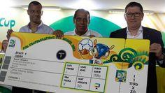 Estos son los precios de las entradas para el Mundial 2014. Falta menos de un año para el inicio de la Copa del Mundo en Brasil y la FIFA ya dio a conocer el valor de los tickets y paquetes. No solamente hay que tener el dinero, sino un poco de suerte... Mirá la lista de precios en http://www.diariopopular.com.ar/c163394