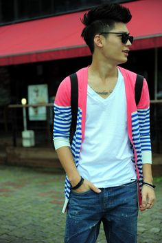 """Ulzzang (얼짱) is a Korean term meaning """"best face"""". Here, pictures are posted throughout the day of ulzzangs and their style. Japanese Street Fashion, Asian Fashion, Hwang Jin Uk, Gentleman Style, Asian Style, Guys And Girls, Asia Travel, Dress To Impress, Street Style"""