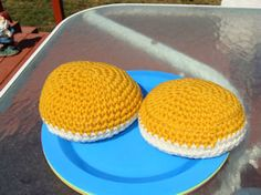 FREE PATTERNS ~ C ~ Hamburger Bun Submitted by Anonymous on Sun, 01/04/2009 - 17:18   White and Gold yarn, H hook  Row 1:With White, ch 2, 8 sc in second ch fro...