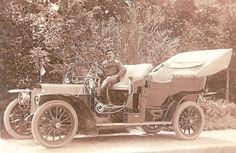Сретен Костић, први српски шофер у дворском мерцедесу краља Петра - Sretan Kostić, first Serbian chauffeur pictured in royal Mercedes of King Petar