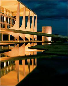 Palácio do Planalto- É o local onde está localizado o gabinete do Presidente da República do Brasil - Brasília -   by Oscar Neimeyer