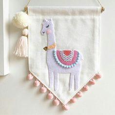🙊💗 and when I finally get myself organised, I& got a bunch of alpaca& and flamingos to add to the shop. Felt Diy, Felt Crafts, Diy And Crafts, Fabric Garland, Burlap Fabric, Felt Flower Bouquet, Felt Flowers, Llama Decor, Craft Projects