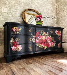 22 Inspirations for Wood Furniture Decoration with Paint - New ideas Floral Furniture, Decoupage Furniture, Hand Painted Furniture, Funky Furniture, Refurbished Furniture, Paint Furniture, Unique Furniture, Repurposed Furniture, Shabby Chic Furniture