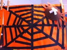 Thema herfst. Spinnenweb meten, knippen en plakken met kruisspin.