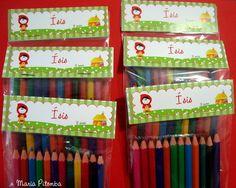 Saquinho com 12 mini lápis de cor com lapela da Galinha Pintadinha.  Pedido mínimo: 15 unidades  Pode ser usado como convite, ou lembrancinha para festa na escola.  Personalizamos em qualquer tema, consulte-nos. R$2,50