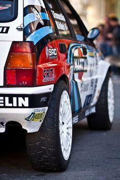 La Lancia Delta intégralement sponsorisé par Martini.