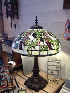 Reproductions De Lu0027époque Art Nouveau, Les Lampes Tiffany Sont Réalisées En  Vitrail.
