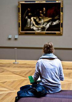 En un museo... me siento yo misma, infinita, feliz! Es un momento divino. Amo la pintura, lo que me hace sentir. Lo entrañable de tocar un pincel, sentir como extensión de tu mano, que suelta colores. Que puedes crear. <3