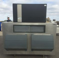 www.M37Auction.com: Commercial Ice O'Matic Ice Machine with Follett Ice Storage Bin - WORKS