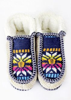Snowflake Pattern Slippers with Treaded Bottom and Faux Fur Lining. Adult…