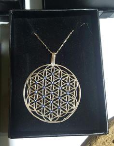 Bereket, sağlık, şifa, mutluluk, enerji.. Modelimizin adı: Yaşam Çiçeği, yaşamımızın çiçeği.. Özellikler: 925 ayar Gümüş üzeri Rose kaplama, Mineli nazar boncukları Çapı: 5 cm Uzunluk: 45 cm  #kolye #necklace #silver #gumus #gümüş #taki #takı #takitasarim #takıtasarım #jewelry #silverjewelry #aksesuar #accessories #silver