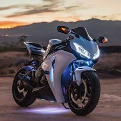 Motorcycle honda sport motorbikes New Ideas Motos Honda, Honda Bikes, Yamaha R1, Honda Cbr 1000rr, Honda Shadow, Moto Bike, Motorcycle Bike, Motorcycle Quotes, Motorcycle Touring