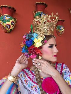 Tembleques de escama de pescado de colores para pollera montura. Andrea Valeria Batista, Calle Arriba de Las Tablas 2015.