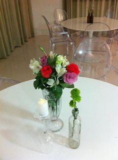 Junção de recipientes para decoração de mesa.