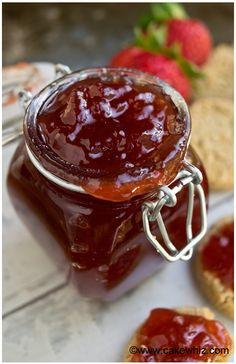 Easy Homemade Strawberry Jam Quick and easy homemade strawberry jam recipe without pectin requiring simple ingredients. Simple homemade jam recipe for cake or cookie fillings. Jam Recipes, Canning Recipes, Dessert Recipes, Jelly Recipes, Recipies, Canning 101, Bakery Recipes, Vegan Desserts, Drink Recipes
