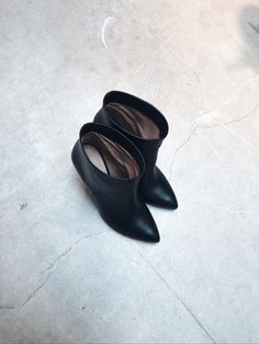 Damoy, minimal + chic Shop at www.damoyantwerp.com