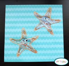 Sandpaper starfish! Ocean Theme Crafts, Sea Crafts, Ocean Themes, Beach Themes, Daycare Themes, Classroom Themes, Craft Projects For Kids, Craft Ideas, Activity Ideas