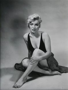 marilyn monroe in 1952 photos by philippe halsman Classic Hollywood, Old Hollywood, Hollywood Glamour, Hollywood Actresses, Fotos Marilyn Monroe, Marylin Monroe Style, Marilyn Monroe Portrait, Norma Jean Marilyn Monroe, Philippe Halsman