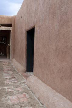 Photo: Paul Hester and Lisa Hardaway; Abiquiu Patio and Door, 2010; copyright Gorgia O'Keeffe Museum, reprinted by permission - See more at: http://chambersarchitects.com/blog/13-historical-design/204-georgia-okeeffe-home-and-studio-at-abiquiu.html#sthash.pzm9qqzd.dpuf