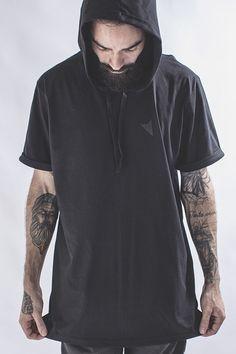 Camiseta All Black Hoodie - Right Here. Camiseta com Capuz Preta 24e1180e3e04d