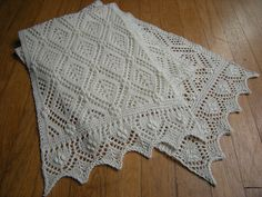 "stitcherywitchery: ""Something Borrowed – a free knitting pattern by Kathy Lang that incorporates traditional and non-traditional Estonian lace knitting patterns and techniques. Instructions available in English and in Russian. Lace Knitting Patterns, Shawl Patterns, Lace Patterns, Knitting Stitches, Free Knitting, Baby Knitting, Stitch Patterns, Knit Or Crochet, Crochet Shawl"