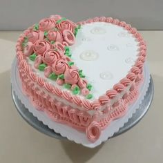 cake decorating videos This heart cake is just lovely Credit: @ Beautiful Wedding Cakes, Beautiful Cakes, Amazing Cakes, Heart Shaped Cakes, Heart Cakes, Floral Wedding Cakes, Wedding Cupcakes, Floral Cake, Purple Wedding
