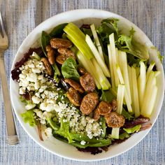 apple pecan and gorgonzola salad + 4 other delicious meals on this weekly meal plan.