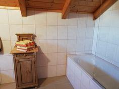 Badezimmer mit Badewanne Alcove, Bathtub, Bathroom, Bath Tube, Full Bath, Cottage House, Bathing, Standing Bath, Washroom