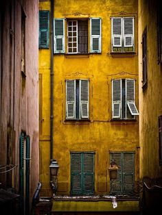 Mosterdgeel: een kleur met een warm retro gevoel - Roomed - Best of Wallpapers for Andriod and ios Mellow Yellow, Mustard Yellow, Baby Yellow, Golden Yellow, Foto Transfer, Affinity Photo, Yellow Submarine, Colour Board, Shades Of Yellow