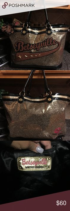 🌺🎀Betsey Johnson Brown Large Bestseyville Bag🌺 🌺🎀Betsey Johnson Large Brown Bestseyville Bag🌺 is in good condition has minor wear Betsey Johnson Bags Totes