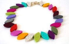 Janet Bell: Its live and ready Felt Necklace, Diy Accessoires, Felted Wool Crafts, Felt Decorations, Recycled Jewelry, Bijoux Diy, Felt Fabric, Fabric Jewelry, Felt Hearts