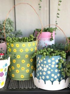 Tin Can Crafts, Diy Home Crafts, Diy Crafts To Sell, Painted Plant Pots, Painted Flower Pots, Diy Para A Casa, Pot A Crayon, Decorated Flower Pots, Pottery Painting Designs