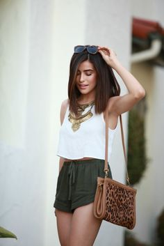 No Verão não queremos mais nada além de looks confortáveis e fresquinhos, não é verdade?! Além de saias e vestidos, o short pode ser uma ótima alterna...