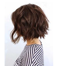 Delightful Wavy/Curly Bob Hairstyles for Women - Bob Hairstyles 2018 There are basically two ways to achieve the wavy hair look. The first is you can be born with 'em. Or, if your hair is straight and you want them to look really natural, you can put your Choppy Bob Hairstyles, Hairstyles With Bangs, Straight Hairstyles, Cool Hairstyles, Curly Haircuts, Beautiful Hairstyles, Popular Hairstyles, Wedding Hairstyles, Hairstyles 2018