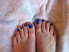 Vaseline around ur nails and the polish that gets on ur skin comes right off(: love it!