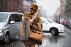 Télen, szőrmével.