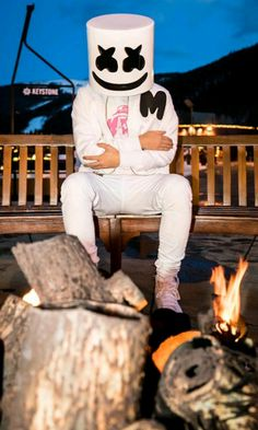 He looks so cozy and cute!he is adorable he is like a tiny anime loli Alan Walker, Nothing But The Beat, Marshmello Dj, 4k Wallpaper For Mobile, Photo Background Images, Best Dj, Famous Singers, You Are The Father, Electronic Music