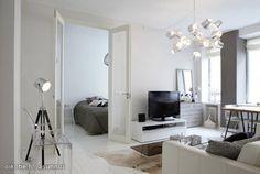 White living room with interesting details / Valkoinen olohuone, jossa mielenkiintoisia yksityiskohtia