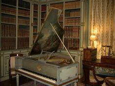 Château de Cheverny, Loire Valey - The library hosting a harpsichord