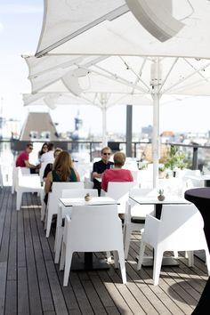 The Roof im Hotel Lamée - Rooftop Bar im Herzen von Wien ! Hotels, Heart Of Europe, Restaurant, Rooftop Bar, Bar Drinks, Vienna, Travel Inspiration, Places, Outdoor Decor