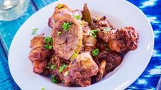 This is an easy version of the classic Filipino dish. This adobo is a little tangy with a salty mix of soy sauce, garlic, and spices that combine to create a delicious Chicken Dishes. Filipino Recipes, Filipino Food, Cooking Courses, Recipes For Beginners, Cooker Recipes, Healthy Dinner Recipes, Instant Pot, Stuffed Peppers, Chicken Adobo