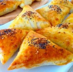 Banyolu Muska Böreği Turkish Recipes, Ethnic Recipes, Fondant, Breakfast Items, Empanadas, Food Presentation, Brunch, Food And Drink, Appetizers
