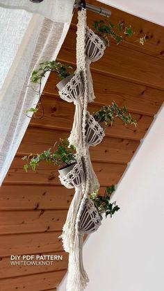 Crochet Plant Hanger, Macrame Plant Hanger Patterns, Macrame Wall Hanging Patterns, Macrame Plant Holder, Macrame Plant Hangers, Macrame Art, Macrame Design, Macrame Projects, Macrame Patterns