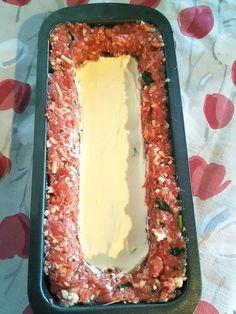 Ρολό κιμά γεμιστό με τυριά, μπέικον και μανιτάρια σε φόρμα Greek Recipes, Hot Dog Buns, Stuffed Mushrooms, Pasta, Sweets, Bread, Cheese, Chocolate, Cooking