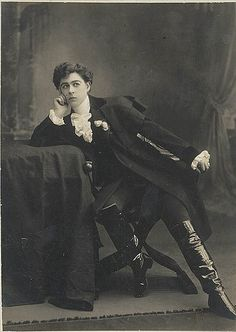 """lostsplendor: """" """"Minnie Tittell Brune as the Duke of Reichstadt in Edmond Rostand's play """"L'Aiglon"""". Sydney (by State Library of New South Wales collection) Perfect execution of Wistful. 1900s Fashion, Edwardian Fashion, Dandy, Vintage Photographs, Vintage Photos, Adele, Drag King, Second Empire, Androgyny"""