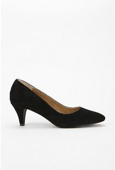 87e523e5f3d3b These are perfect for an interview just make sure to wear stockings. Kitten  Heel Shoes
