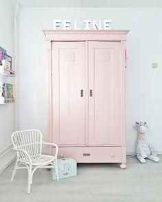 Antieke kast, roze kast, meisjes kast