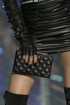 Philipp Plein at Milan Fashion Week Spring 2019 - Details Runway Photos Modern Fashion, Fashion Show, Costume Rings, Black Luxury, All Black Everything, Milan Fashion Weeks, Fashion Pictures, Instagram Fashion, Amazing Women