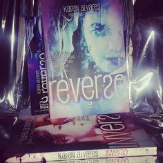 ★★★★★ . Tem resenha de #Reverso lá no #blogeuinsisto! @karen_alvares @editoradraco . #livro  #amoler #book #livros #instabook #bookaholic #bookstagram #book📖 #ler #leitura #souleitor #books #booklover #instalivro #📖