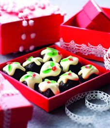 Nigella's Christmas bonbons - How cute are these! So making them for Christmas!